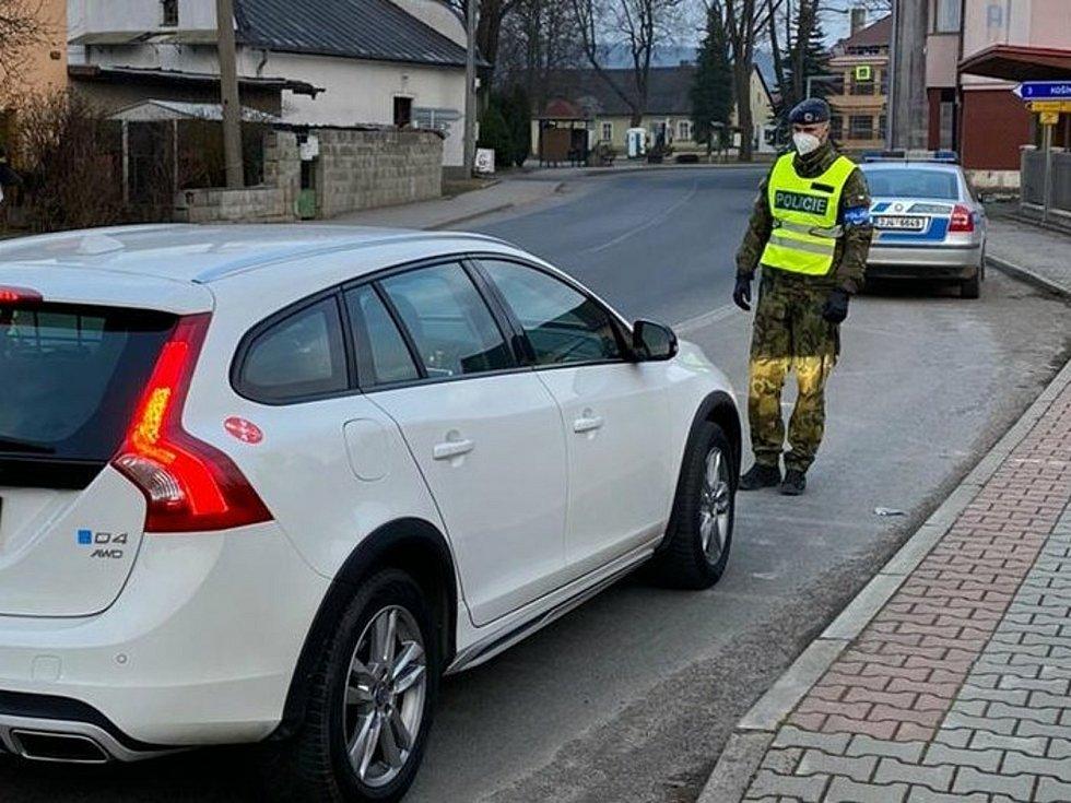 Za celý víkend provedli policisté na Vysočině 18 085 kontrol.