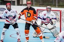 Hráči SK Jihlava B (v bílém) a HBC Flyers Jihlava se v sobotu opět poperou o body do tabulky Moravské ligy.
