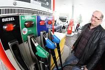 Motoristé novým druhům paliv zatím příliš nefandí. Stále tak vládne klasika jako Natural95 nebo tradiční nafta, pistole s ekologickými produkty zůstávají bez většího zájmu ve stojanu.