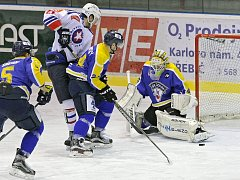 Třebíčští hokejisté mají v této sezoně zatím s Ústím nad Labem zápornou bilanci. V posledním vzájemném utkání ale Horácká Slavia (v bílém) vyhrála 3:1. Repete tohoto výsledku by znamenalo postup do play-off.
