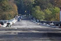 Práce na Brněnském mostě v Jihlavě finišují a termín zprovoznění na přelomu října a listopadu není ohrožen.