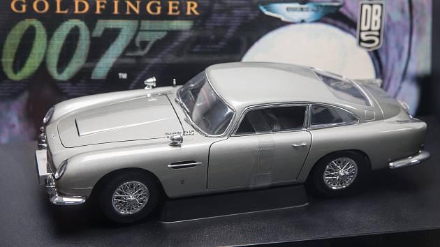 Výstava aut Jamese Bonda včetně originálního automobilu Lotus Esprit Turbo z filmu Jen pro tvé oči (For your eyes only) v životní velikosti.