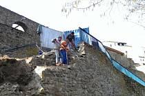 Oprava dvouramenného schodiště na jihlavských hradbách pod Jakubským náměstím.