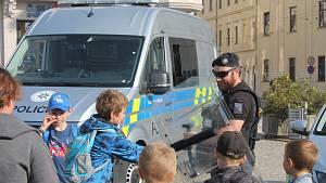 Policejní ukázky na jihlavském Masarykově náměstí.