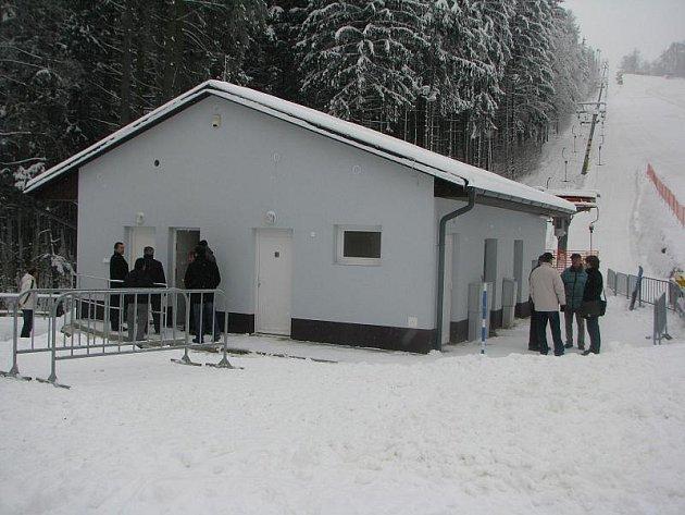 Návštěvníci sjezdovky Šacberk letos zřejmě ocení zejména nové sociální zařízení.