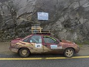 Letitý Opel Vectra dovezl oba cestovatele do Rumunska i zpět, neobešlo se to ale bez oprav.