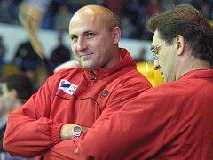 Hokejový trenér Petr Vlk (vlevo).
