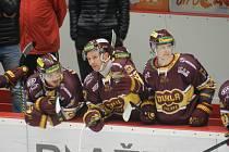 Josef Skořepa (uprostřed) týmu věřil. Páteční duel si díky dvěma důležitým brankám v závěrečné části užil.