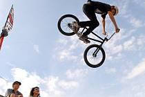 Ježdění na freestyle kolech přináší spoustu extrémních situací a adrenalinu. To dobře vědí i telčští bikeři.