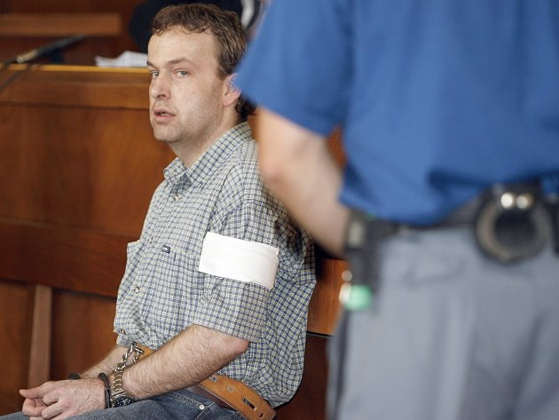 Dovolání k nejvyššímu soudu je druhý pokus Petra Zelenky o zrušení doživotního trestu. Doživotní trest dostal za sedm vražd a deset pokusů o vraždu na oddělení ARO havlíčkobrodské nemocnice.