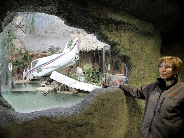 Ředitelka Eliška Kubíková při prosincovém otevření tropického pavilonu v jihlavské zoologické zahradě.