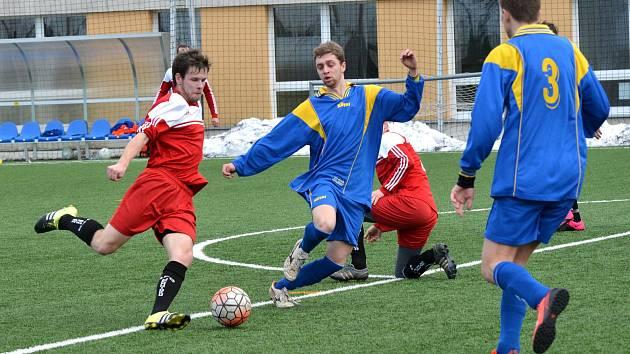 Fotbalisté Telče (v modrém), ilustrační foto