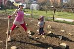 Děti i rodiče si užijí novou smyslovou zahradu se sadem.