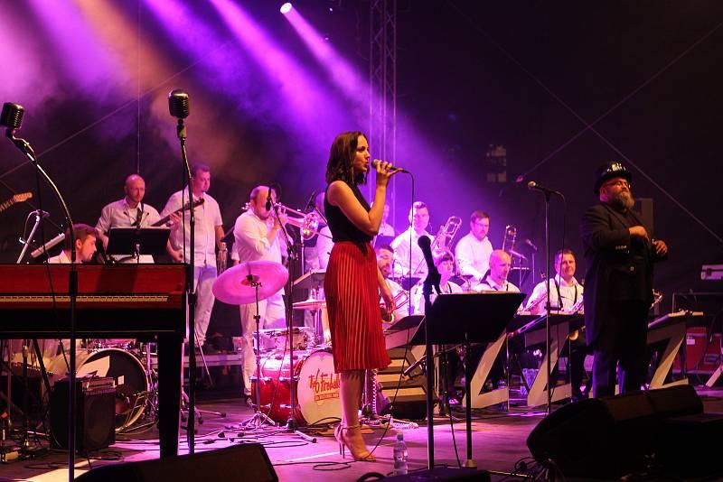 Součástí víkendového programu jsou i koncerty a doprovodný program ve Smetanových sadech.