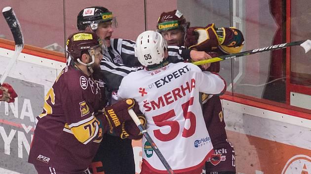Utkání 13. kola hokejové Chance ligy mezi HC Dukla Jihlava a HC Slavia Praha.