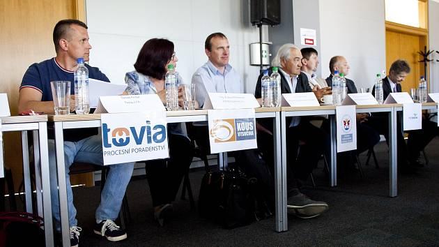 První Burza filantropie se uskutečnil v sídle Krajského úřadu Kraje Vysočina. A podle organizátorů byla úspěšná. Druhý díl se uskuteční 11. října, místo je zatím neznámé.