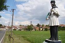 V malé vesnici na Třebíčsku, která má čtyři stovky obyvatel, došlo zkraje května k vraždě. Lukov leží 2,5 kilometru severovýchodně od Moravských Budějovic. Pamětní deska vedle kostela připomíná místní oběti babického procesu z padesátých let.