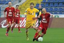Jihlavští fotbalisté nestačili na hráče pražské Dukly a na jejich stadionu vysoko prohráli.