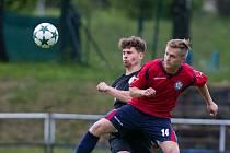 Fotbalisté Slavoje Polná (v červeném) zatím společně trénovat nezačali.