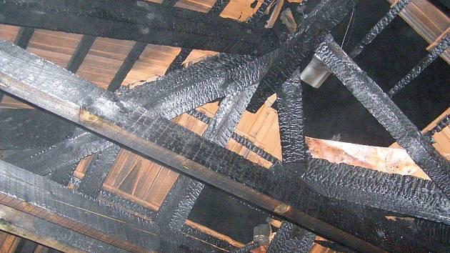 Co bylo příčinou požáru novostavby v ulici Nad Plovárnou v Jihlavě, není zatím jasné.