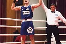 Bez pár centimetrů dvoumetrový boxer Šimon Šuster byl mezi juniory úspěšný. Vítězit chce i mezi muži.