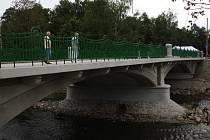 Secesnímu jihlavskému mostu U Jánů v minulosti hrozilo zbourání, nakonec ho město nechalo za 7,5 milionu korun opravit. Někdy se mostu říká též tramvajový.