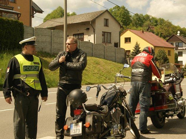 Policisté v kraji na sobotu připravili dopravně bezpečnostní akci, která byla zaměřena speciálně na kontroly řidičů motocyklů. Na pokutách vybrali 22 600 korun.