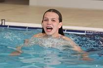 Děti si i v těchto zimních dnech rády zaplavou vbazénu nebo se vyřádí v aquaparku.