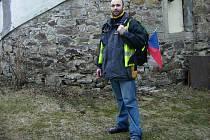 Jiří Vomela před klášterem v Želivu.