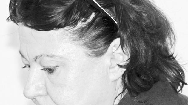 Obžalovaná. Dana Doležalová si včera u soudu musela vyslechnout velmi nepříjemnou výpověď vlastní dcery. Po její výpovědi se matka nezmohla na žádný další komentář.