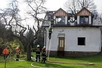 V obci Zbinohy hořela zemědělská usedlost