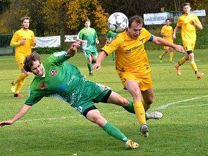 Fotbalisté Rantířova (v zeleném) nedokázali využít toho, že hosté z Luk přijeli oslabeni. Body se dělily.