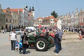 Telčské náměstí zaplnily veteránské vozy