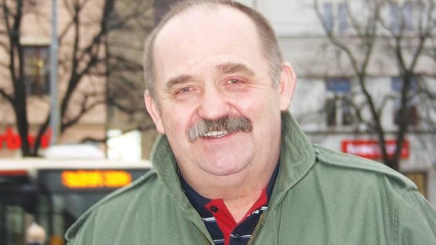 Dnes dopoledne má Zdeněk Daněk volno, v centru Jihlavy si vyřídí, co potřebuje, a naobědvá se. Pak už aby se pomalu chystal na cestu rychlíkovou lokomotivou do Brna.