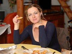 Zlatnice Veronika Göthová Habermannová ráda vaří, peče, stará se o domácnost, pracuje na zahradě, ráda jí, chutná jí víno i pivo.