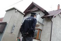 Tři desítky vykradených domů v kraji mají na svědomí polští zloději. Scénář vloupání byl vždy stejný zatímco majitelé spali, navrtali pachatelé dveře a vybrali peníze.