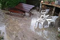 Jeden z domů v jihlavské Okrajové ulici, který poničily záplavy.