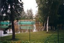 Problematickým místem v Jihlavě jsou také tenisové kurty v lokalitě U Českého mlýna. I tento areál byl v srpnu 2002 zaplaven. Město chystá protipovodňová opatření. Zatím nechává zpracovávat studii, která by měla vyjít na částku 300 tisíc korun.