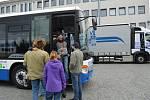V sobotu se na parkovišti u jihlavské společnosti Icom transport proháněl jeden kamion a autobus za druhým. Konal se tam den otevřených dveří.