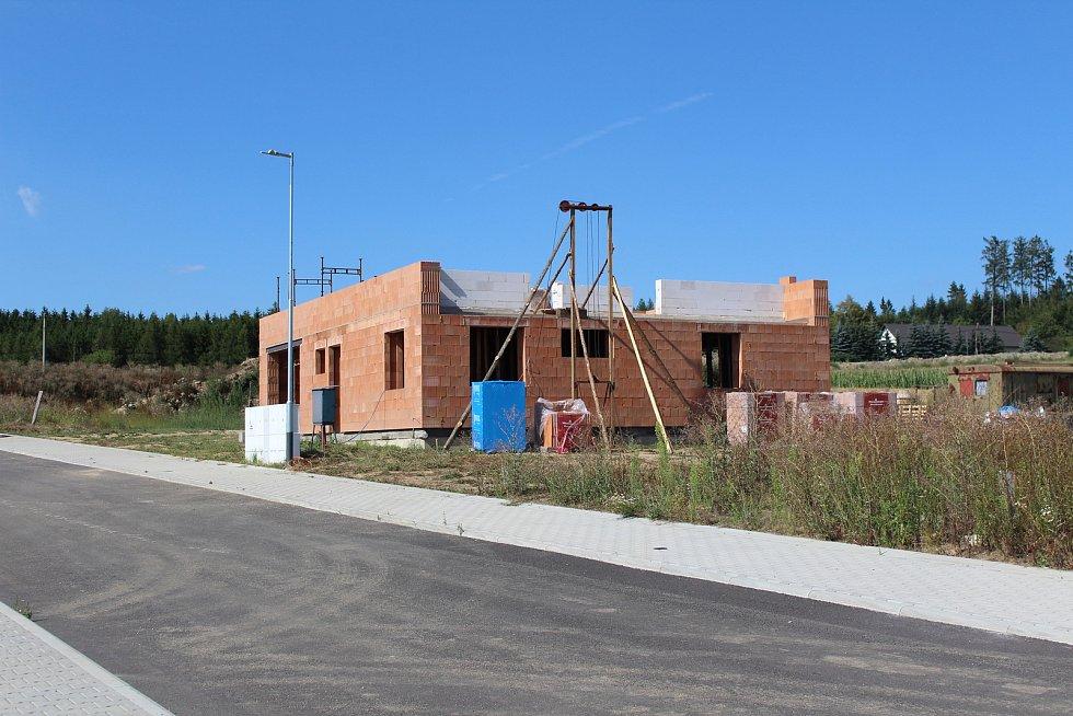I přes prázdniny je ve Zhoři čilý stavební ruch.