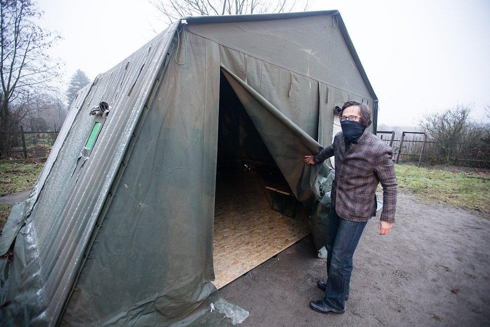 Buňka s hygienickým zázemím pro bezdomovce v Jihlavě.