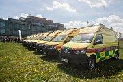 Zdravotnická záchranná služba Kraje Vysočina nakoupila osm nových sanitních vozů.