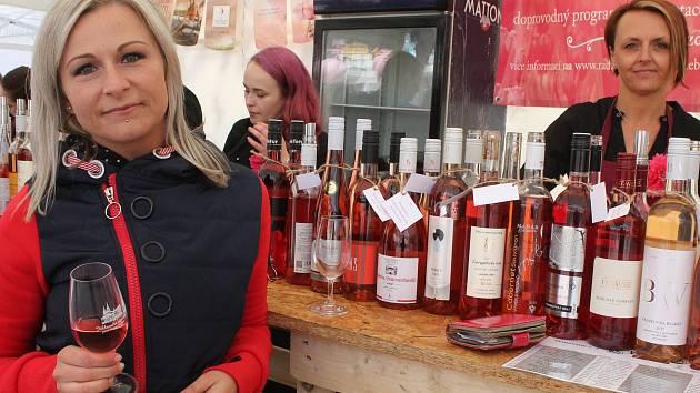Den růžových vín na Masarykově náměstí v Jihlavě.