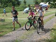 Na trať charitativního běhu vyráželi i cyklisté a často šlo o celé rodinné týmy.