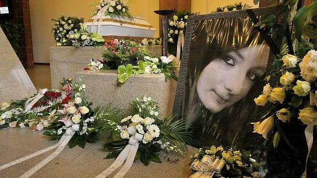 Patnáctiletou brutálně zavražděnou Petru z Jihlavska pohřbila rodina v dubnu.