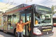 Ve vozovně Dopravního podniku města Jihlavy byl v pondělí 21. srpna představen festivalový trolejbus.