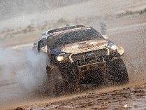 Je libo tuny měkkého písku, nebo snad hlubokého bláta? Účastníci Dakaru by o tom mohli vyprávět, v jubilejním čtyřicátém ročníku si procházejí obojím. Tomáš Ouředníček na to bude mít nehynoucí vzpomínky.