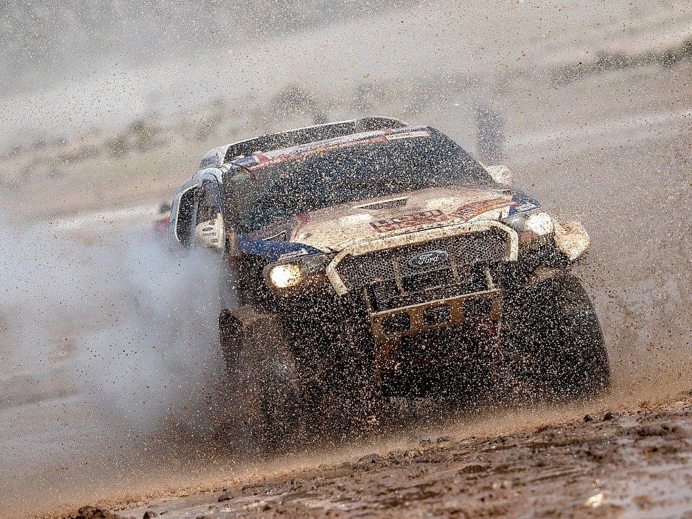 Je libo tuny měkkého písku, nebo snad hlubokého bláta? Účastníci Dakaru by o tom mohli vyprávět, v jubilejním čtyřicátém ročníku si procházeli obojím. Tomáš Ouředníček na to bude mít nehynoucí vzpomínky.