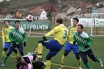 Fotbalisté Jihlavy (ve žlutém zprava Lukáš Bodeček, Michal Kadlec, Petr Tulis a František Schneider) porazili v generálce Mutěnice.