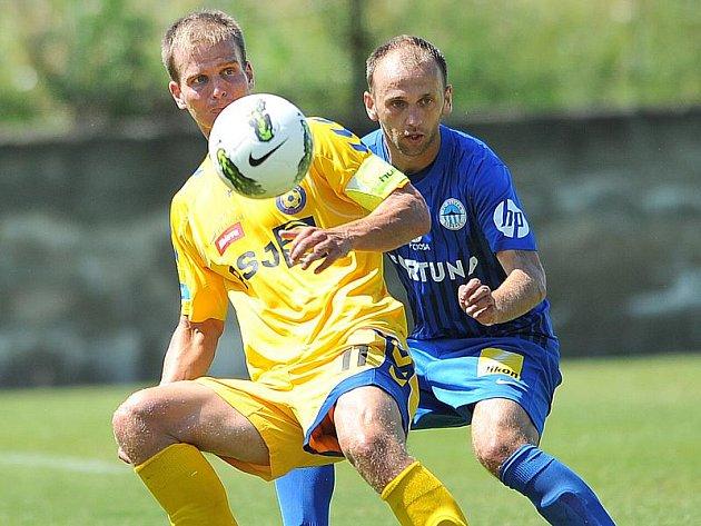 Utkání prvoligového Liberce s druholigovou Jihlavu přineslo celkem osm gólů. V sestavě FC Vysočina se ve druhé půli představil i navrátilec ze Sezimova Ústí Pavel Simr. (ve žlutém)